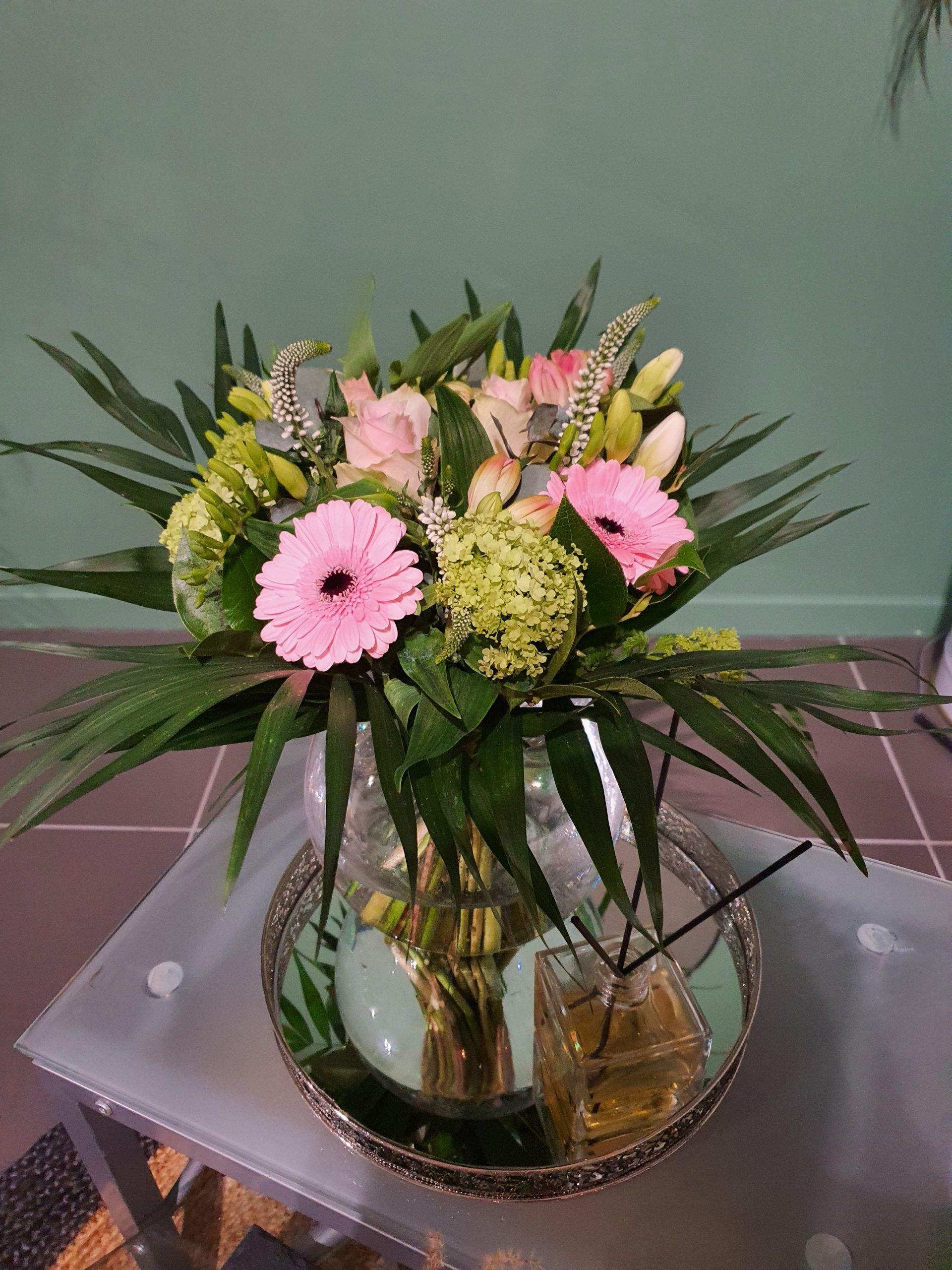Bouquet de fleurs de saison 40cm